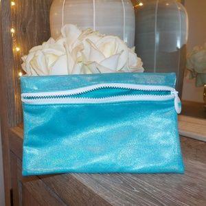 🛍IPSY MAKEUP BAG 💫 blue shiny zipper